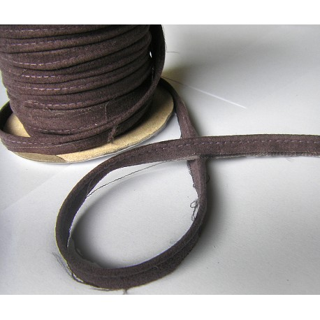 Flanged fabric piping - brown suede