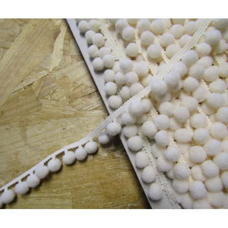 10mm pom pom trim - cream129